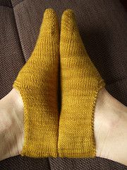 Summer Clog Socks. Free pattern. This is similar to my favorite Churchmouse Turkish bed socks, but it is free, toe-up, and has less seaming.