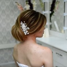 Do you wanna see more fab hairstyle ideas and tips for your wedding? Then, just visit our web site babe! Short Hair Updo, Short Wedding Hair, Braided Hairstyles, Wedding Hairstyles, Natural Hair Styles, Short Hair Styles, Hair Upstyles, Updo Styles, Braided Updo