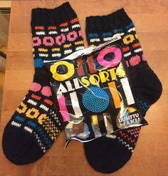 Mustaa ja makeaa | Puikoissa kakkonen | Bloglovin' Tutu, Ravelry, Gloves, Socks, Diy Crafts, Winter, Blog, Winter Time, Ballet Skirt