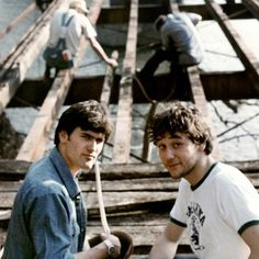 A very young Bruce Campbell & Sam Raimi working on the original #EvilDead (1981) #geekhour