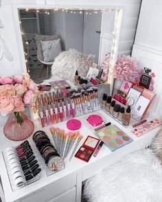 How To Organize & Display Makeup Product In Cool Ways - Makeup Organization Ideas--Bag, Case & Vanity Makeup Display, Makeup Storage, Makeup Organization, Makeup Collection Storage, Make Up Collection, Makeup Room Decor, Makeup Rooms, Makeup Desk, Makeup Stuff