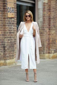 Outfit Style – Casual street style outfits for young guys Our Most Favourite Look – Light Blue Jeans + White Crew Neck T-shirt + Black Bomber Jacket Street Style Stockholm, Street Style Chic, Fashion Week, Look Fashion, High Fashion, Fashion Beauty, Dress For Summer, Summer Outfits, Diy Outfits