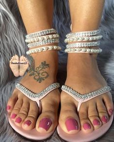 Image may contain: shoes Pretty Toe Nails, Cute Toe Nails, Pretty Toes, Sexy Sandals, Bare Foot Sandals, Feet Soles, Women's Feet, Jamel Shabazz, Acrylic Toes
