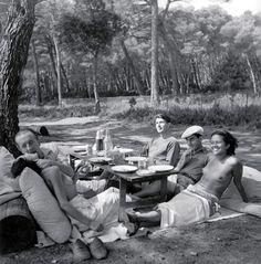 Photographer Lee Miller, poet Paul Eluard, artist Roland Penrose, artist Man Ray and model Ady Fidelin, Cannes, France, 1937 © Lee Miller Archives.