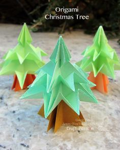 Christmas Tree Origami - http://www.craftpassion.com/2014/12/christmas-tree-origami.html