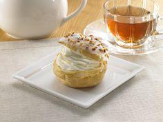うれしいな(^^)「もう一度食べたい」の声にこたえて、再販売されました!ローソンウチカフェの「プレミアムシュークリーム(180円)」です。上のパリパリのシュー皮が大好きです♪ http://www.lawson.co.jp/recommend/uchicafe/sweets/0093.html