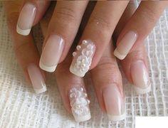 Decoración de uñas en blanco