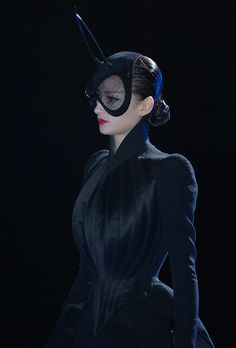 Thierry Mugler seam detail and collar Fashion Line, Fashion Art, Fashion Show, Kids Fashion, Thierry Mugler, Lady Gaga, Sean Young Blade Runner, Fashion Photography Inspiration, Style Inspiration