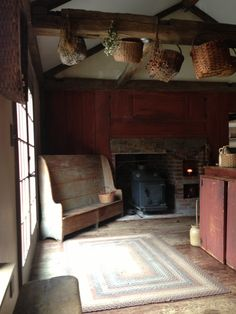 Early settle for our kitchen hearth found at From Out of the Woods Antiques in NH Primitive Fireplace, Primitive Homes, Fireplace Hearth, Primitive Kitchen, Country Kitchen, Country Homes, Colonial Kitchen, Prim Decor, Country Decor