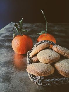Polenta cookies with tangerine zest. An Italian polenta cookies recipe from Ireland (and Italy)! Get this and more Italian recipes on Gourmet Project. Italian Cookie Recipes, Italian Cookies, Italian Desserts, Gourmet Recipes, Sweet Recipes, Vegetarian Recipes, Basic Cookies, No Bake Cookies, Cookies Et Biscuits