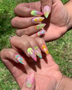 "Lina Truong💅🏻 on Instagram: ""Trippy summer vibes 🌼🌈👽 #sugarcoatnaillab #boytonbeachnails #stilettonails #summervibes #trippynails #happyvibes"""