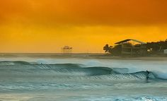 A stunning photo by @funtraveltv this morning at Snapper Rocks. A fitting way and picture to end a weekend with lots of action on the waves in the big swell. The good news is that the beaches are open again tomorrow... The bad news is so is work and school! But if you can't be in the water check out @funtraveltv where you can view and be inspired by some amazing photos in and around the ocean featuring its magnificent creatures! Image after image of stunning underwater photography surfing…