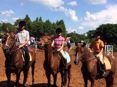 Hipismo Botucatu: Novos cavaleiros são destaque em Tietê - A Hípica Vitoreli, com seus cavaleiros e amazonas, participou no último final de semana da II etapa do Campeonato de Salto e de Hipismo Rural da ABHIR (Associação Brasileira dos Cavaleiros de Hipismo Rural). Desta vez foi na cidade de Tietê, e a equipe demonstrou o trabalho realizado desde janeiro - http://acontecebotucatu.com.br/esportes/hipismo-botucatu-novos-cavaleiros-sao-destaque-em-tiete/