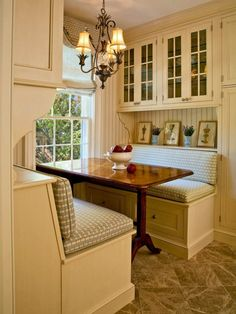 Here are seven small breakfast nook layout ideas that will increase comfort : This small book breakfast nook layout has plenty of space saving storage cupboards and drawers underneath the table. Also, a must have chandelier! Eat In Kitchen Table, Corner Kitchen Tables, Kitchen Booths, Kitchen Banquette, Kitchen Nook, Kitchen Dining, Kitchen Decor, Kitchen Ideas, Banquette Seating