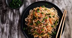 Street style vegetable chowmein/ Vegetable noodles Recipe by The Epicurean Feast - Cookpad Green Chilli Sauce, Sweet Chilli, Chicken Egg Rolls, Chicken Eggs, Maggi Recipes, Vegetable Noodles, Chaat Masala, Noodle Recipes, Street Food