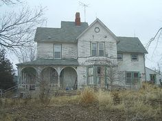 Before 30 years of neglect, an older couple owned this home and took great pride in keeping it immaculate inside and out. It now stands abandoned in Ansley, Nebraska. Abandoned Farm Houses, Old Abandoned Buildings, Old Farm Houses, Abandoned Castles, Abandoned Mansions, Old Buildings, Abandoned Places, Villas, Old Barns