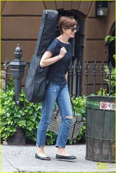 Anne Hathaway: Guitar Carrying Gal on 'Song One' Set! | anne hathaway guitar carrying gal on song one set 05 - Photo Gallery | Just Jared