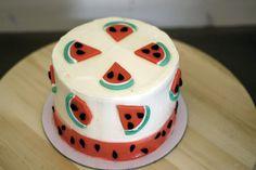 Tα Mokpo cakes δανείζονται υλικά από διάφορες κουλτούρες και δημιουργούνται με πολλαπλές στρώσεις αφράτου cake και απολαυστικό frosting. Το ιδιαίτερο design των cakes δημιουργείται από ποικιλία χρωμάτων, μοτίβων, θεμάτων και βρώσιμων στολιδιών.Τρισδιάστατα και δισδιάστατα σχέδια ζαχαρόπαστας συνδυάζονται με γεύσεις βανίλιας και σοκολάτας, ενώ η ποικιλία των γεύσεων ψυγείου διακοσμείται με minimal σχέδια και χρωματιστό frosting. […]