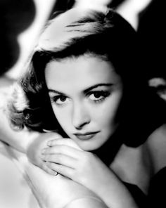 """Wow...Watching """"It's A Wonderful Life"""" and realized Donna Reed looks like an Ex. Never saw that comin'"""