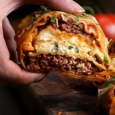 This lasagna party ring is so hot that it deserves its own party! This lasagna party ring is so hot that it deserves its own party! Beef Recipes, Italian Recipes, Cooking Recipes, Healthy Recipes, Best Food Recipes, Cooking Tips, Easy Recipes, Cooking Icon, Cooking Quotes