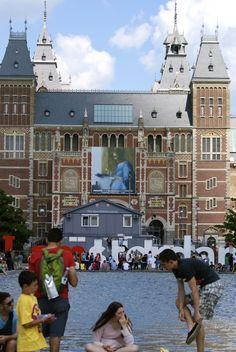 Holland, Amsterdam, Rijksmuseum at Museumplein, IAMsterdam By: Lisette Eppink