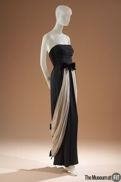 Evening dress People and Brands: Retailer: Bullock's Wilshire American, 1929 - 1993 Designer: Irene Medium: Black silk chiffon, cream silk gauze and black velvet Date: Country: USA Credit: Gift of The Fashion Group Vestidos Vintage, Vintage Gowns, Vintage Clothing, 1950s Outfits, Vintage Outfits, 1950s Dresses, Julia Roberts, 1950s Fashion, Vintage Fashion