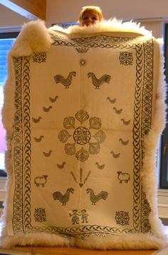 Bilderesultat for skinnfell Sheep Crafts, Sheep Breeds, Flocking, Homestead, Celtic, Scandinavian, Blankets, Weaving, Accessories