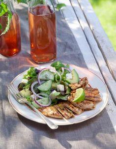 Avokado-fetasalaatti | K-ruoka  Avokado-fetasalaatti sopii alku- tai lisäkesalaatiksi tai vaikkapa lounaaksi broilerin kanssa. #grillaus