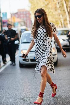 The Best of Milan Fashion Week Street Style Milan Fashion Week Street Style, Milano Fashion Week, Spring Street Style, Cool Street Fashion, Summer Fashion Outfits, Women's Fashion Dresses, Spring Fashion, Casual Dresses, Autumn Fashion