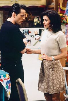 Best Rachel Green outfits and Friends | Glamour UK Rachel Green Outfits, Estilo Rachel Green, Phoebe Friends, Monica Friends, Friends Cast, Tv Show Outfits, Style Outfits, Cute Outfits, Skirt Outfits