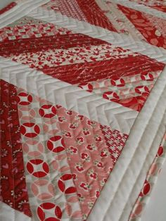 Cute valentines-y table runner inspiration! Amy Made That! ...by eamylove: Cupid's Arrow Table Runner