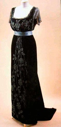 gowns doucet | Black evening gown by Jacques Doucet, ca. 1908.