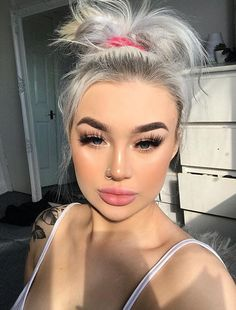How To Apply Makeup Perfectly - Style O Check Revlon Eyeshadow, Brown Eyeshadow, Lipstick, Maybelline Color Tattoo, Taupe Colour, Beautiful Eyelashes, Glamorous Makeup, Makeup Guide, Acne Prone Skin