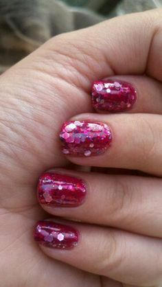 I am loving these solid, chunky glittery tips.  I need some now!