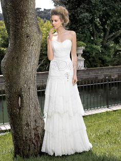 Vestido de nova de Inmaculada Garcia modelo Petronela en Eva Novias.   Via:  www.evanovias.com  #vestidosdenovia #weddingdress #boda #vintage #inmaculadagarcia