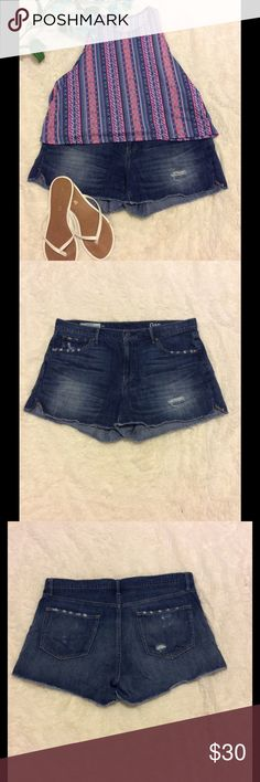 Gap Original Best Girlfriend Short 31 regular Jean shorts from Gap. Size 31 regular. Original Girlfriend shorts. They have a little bit of distressing on the front and on the back pockets. In great, gently used condition. Only worn a few times. GAP Shorts Jean Shorts