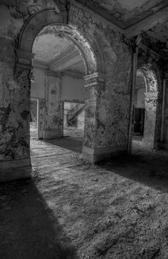 Abandoned school, Maryland  (via chr7sthepiss-deactivated2011061)