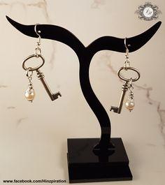 Ohrringe mit schlichten Schlüsseln