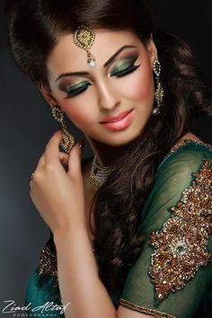 49 Ideas For Indian Bridal Makeup Bollywood Exotic Beauties Indian Bridal Makeup, Asian Bridal, Bridal Hair And Makeup, Bride Makeup, Wedding Makeup, Wedding Bride, Arabic Makeup, Beauty And Fashion, Arab Fashion
