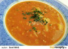 Gulášová polévka s mletým masem a brambory recept - TopRecepty.cz Thai Red Curry, Ethnic Recipes, Food, Red Peppers, Meals