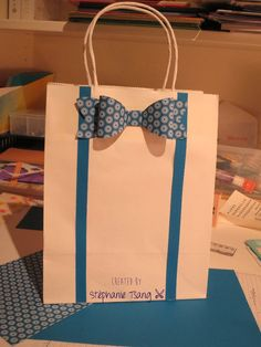 Paper Gift Bag Bow Tie and Suspenders Masculine Father's Day Stéphanie Tsang - Libellule Créations - Stampin' Up Creative Gift Wrapping, Creative Gifts, Wrapping Ideas, Craft Gifts, Diy Gifts, Best Gifts, Paper Gift Bags, Paper Gifts, Paper Bag Gift Wrapping