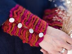 Neulo rannekkeet naiselle – Kotiliesi Handicraft, Fingerless Gloves, Arm Warmers, Knit Crochet, Knitting, Sewing, Helsinki, Finland, Knits