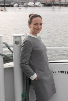 This dress made from mixture of wool and cashmere has a round neckline, fitted bust, back and shoulders and 7/8 sleeves. Has pockets and hidden zipper at the back.The material is quite thick and has a smooth wooly texture.Pairs greatly with long-sleeved top or shirt underneath.Composition:80% Wool / 20% Cashmere / Polyamide neckline liningLength: 90cm (Size EU 36) Cashmere Dress, Dress Making, Long Sleeve Tops, Composition, Smooth, High Neck Dress, Neckline, Pairs, Zipper