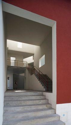 duccio-malagamba-photographs-alvaro-siza-saal-bouca-housing-1.jpg 450×796 pixels