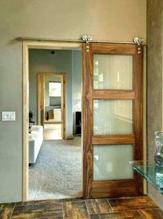 Contemporary barn doors - For some time now, barn doors have become a must in the world of decoration. Its rustic appearance, the advantage of being Contemporary barn doors - For some time now, barn doors have become a must in the world of decoration. Sliding Door Design, Interior Sliding Barn Doors, Glass Barn Doors, Sliding Glass Door, Wooden Doors, Frosted Glass Barn Door, Hanging Sliding Doors, Barn Door With Window, Brown Interior Doors
