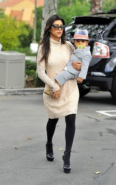 Kourtney Kardashian - more → http://fashiononlinepictures.blogspot.com/2013/02/kourtney-kardashian.html