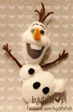 frozen - olaf--I have to make this for Emily for Christmas. Maybe Elsa and Anna unpaper dolls too? Hmm--I will have to look for a Sven doll too. Felt Decorations, Christmas Decorations, Felt Crafts, Holiday Crafts, Felt Christmas Ornaments, Christmas Nativity, Felt Patterns, Christmas Sewing, Disney Crafts