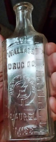 Laurel, Mississippi - Wallace Drugs