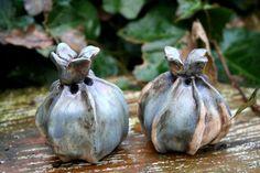 Pflanzen- & Gartenstecker - 2 Keramik Früchte, Knospen, Beetstecker, blau - ein Designerstück von Sandlilien bei DaWanda