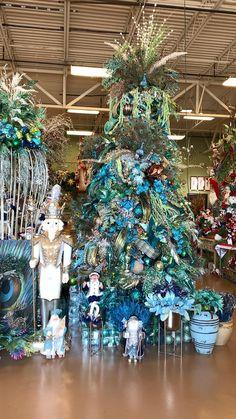 Peacock Christmas Decorations, Peacock Christmas Tree, Elegant Christmas Trees, Turquoise Christmas, Christmas Tree Themes, Green Christmas, Christmas Tree Toppers, Christmas Ornaments, Simple Christmas